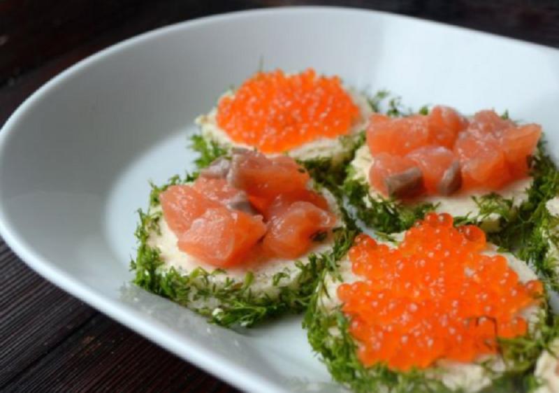 7 апетитних бутербродів з червоною ікрою, які варто спробувати на новий рік