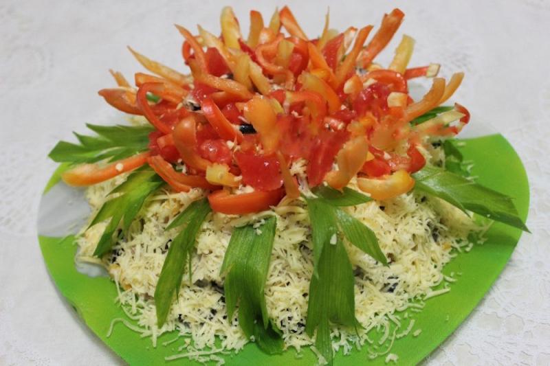 7 смачних новорічних салатів з шинки