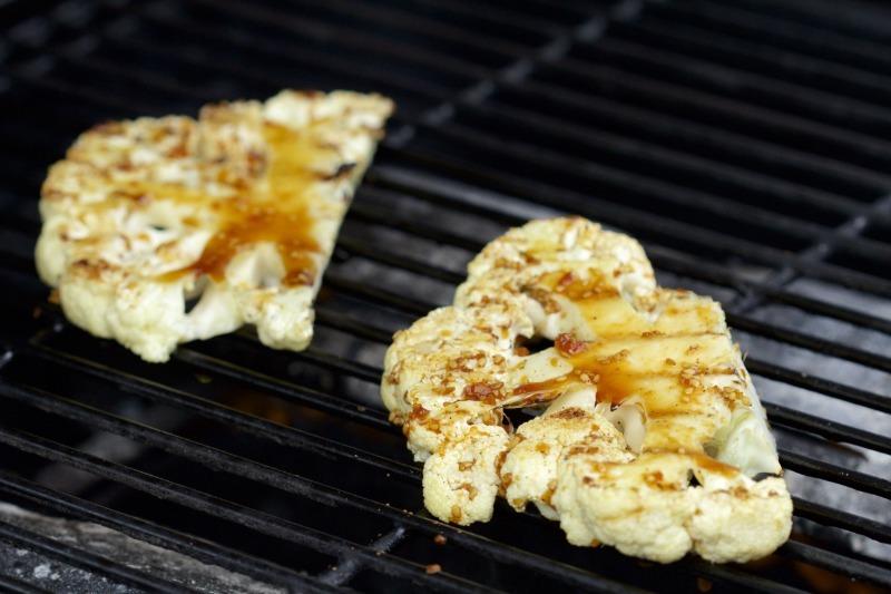 Не тільки шашлики: 7 страв, які можна приготувати на відкритому вогні