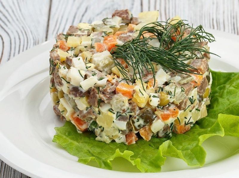 7 новорічних салатів з яловичиною, від яких ваші гості не зможуть відірватися