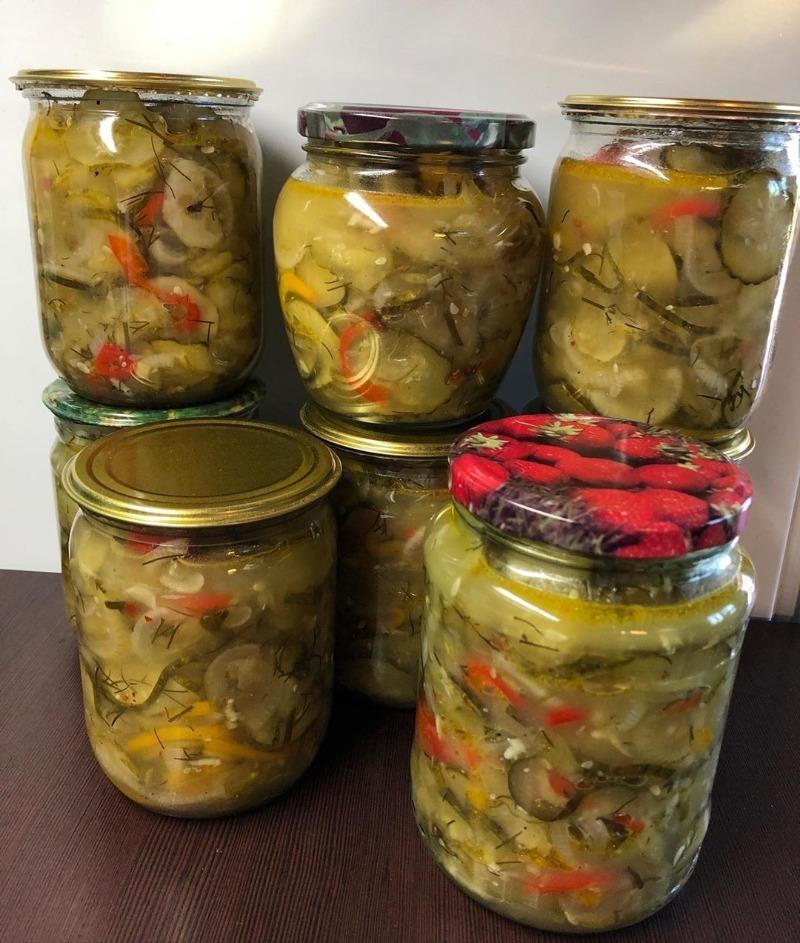 Куди подіти переросли і гіркі огірки: 5 рецептів салатів на зиму