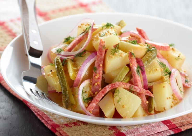 5 смачних і простих новорічних салатів з солоними огірками