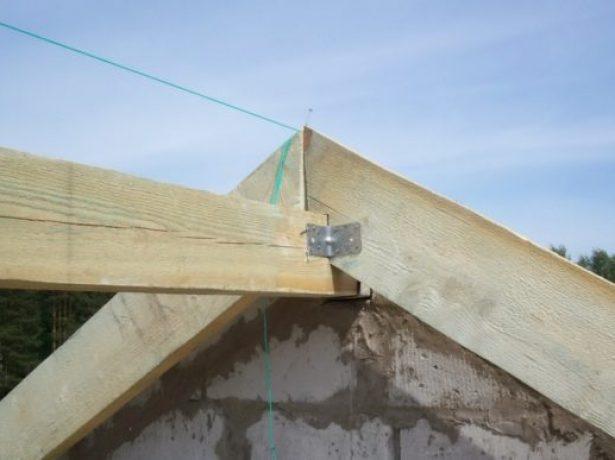 Технологія спорудження двосхилим даху: підбір матеріалів, нюанси їх монтажу та утеплення покрівлі