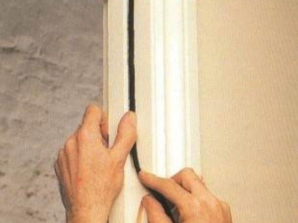 Ущільнювач для дверей проти холоду, протягів, пилу і запахів