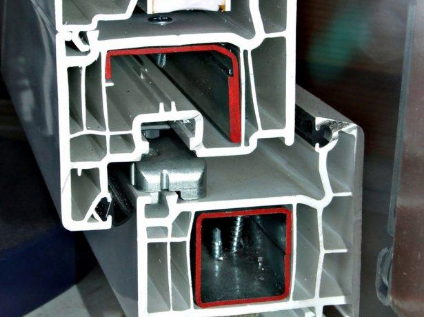 Як самостійно відрегулювати вхідні металопластикові двері
