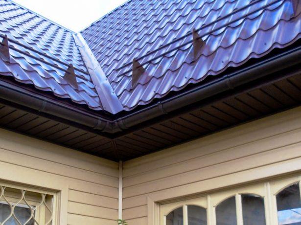 Снігозатримувачі: функціональні особливості, монтаж на дах з металочерепиці