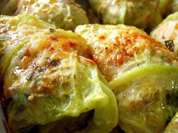 3 корисних рецепта з молодою капустою: голубці, салат і заливний пиріг